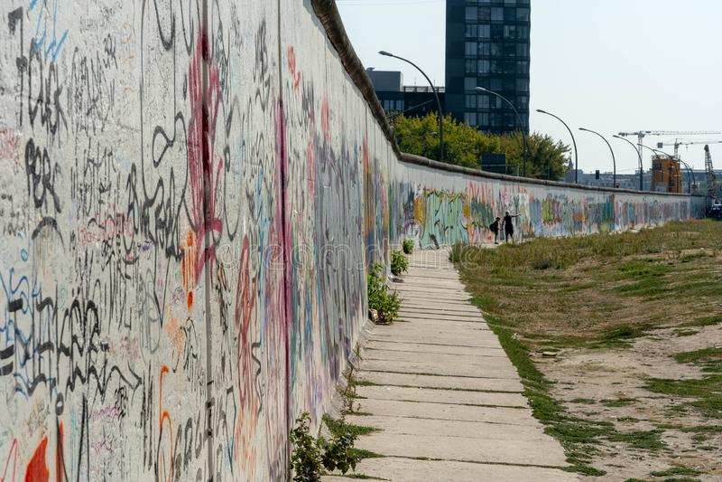 Art de rue de Berlin Wall sur le mur images libres de droits