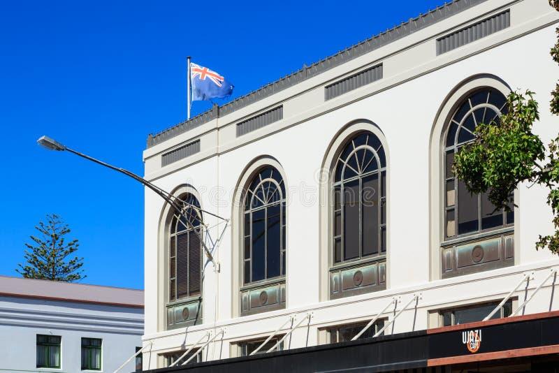 Art Deco-architectuur in Napier, Nieuw Zeeland Vensters van Tennyson Gallery stock foto's