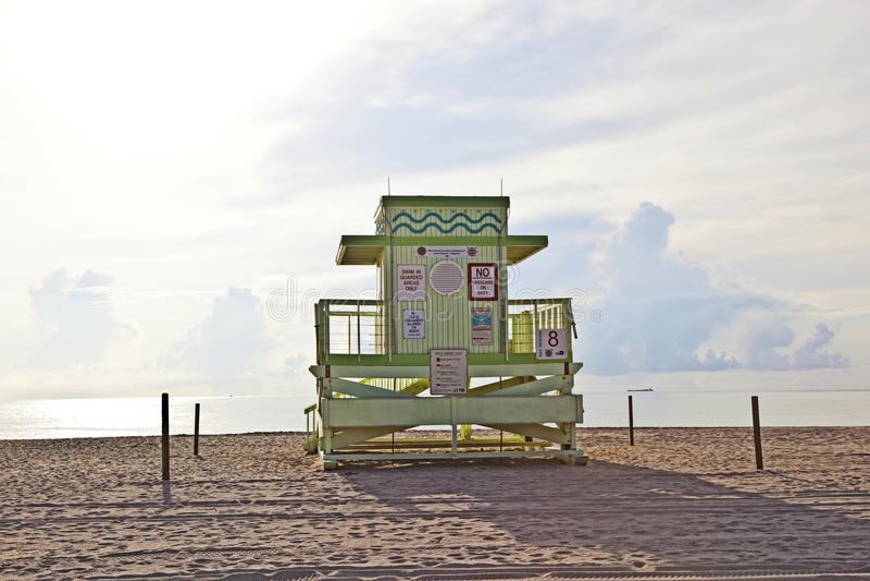 Art Deco Baywatch Huts en bois à la plage photographie stock