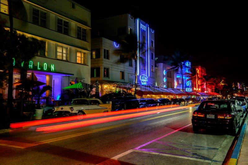 Art Deco District på natten fotografering för bildbyråer
