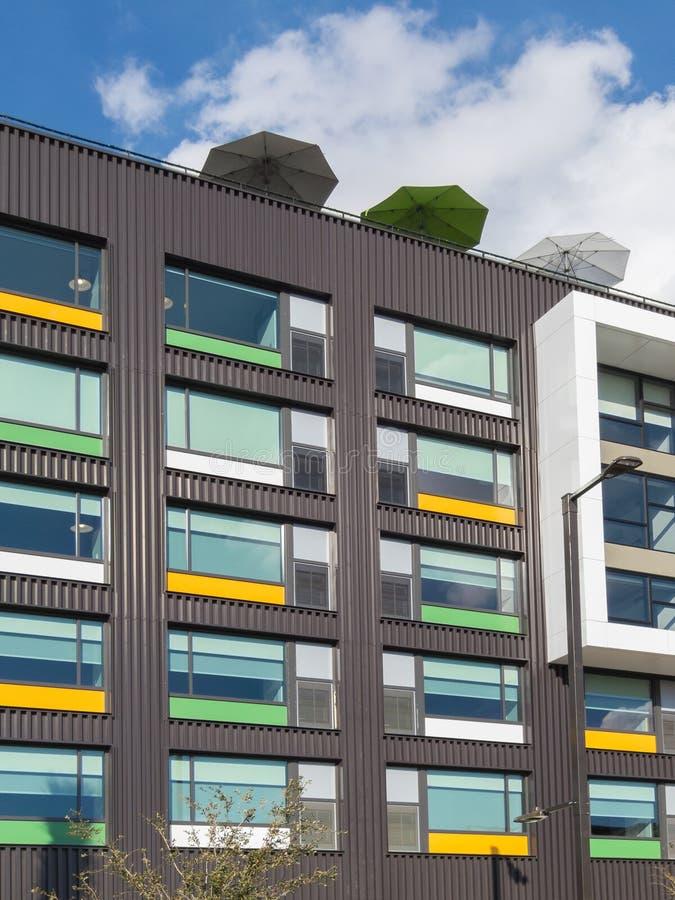 Art-Deco-Wohngebäude stockbild