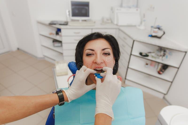 Art dentaire, clinique dentaire de traitement photos stock