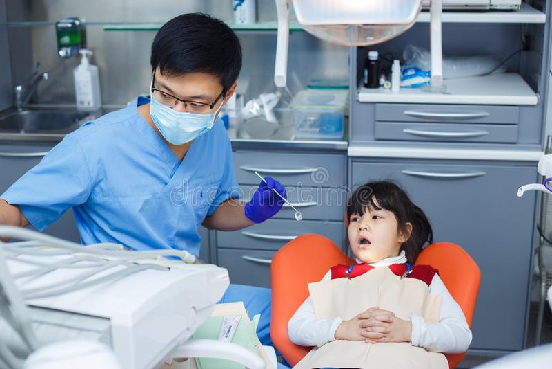 Art dentaire pédiatrique, art dentaire de prévention, concept d'hygiène buccale images stock