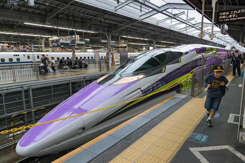500 ART EVA, das Raumschiff-themenorientierte Shinkansen stockfotografie