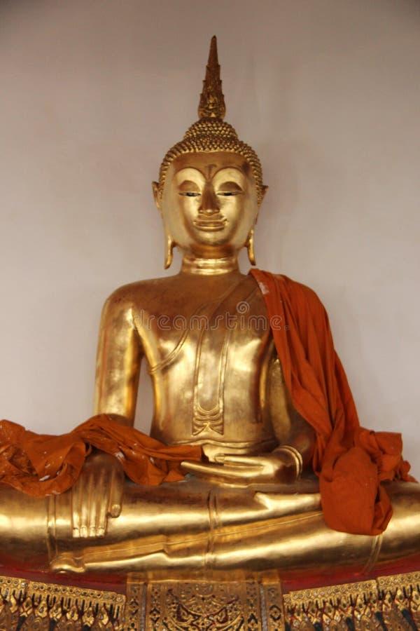 Art And Faith Pequeño estilo tradicional tailandés de oro de Buda foto de archivo libre de regalías