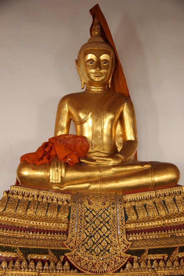 Art And Faith Um estilo tradicional tailandês da Buda dourada fotografia de stock royalty free