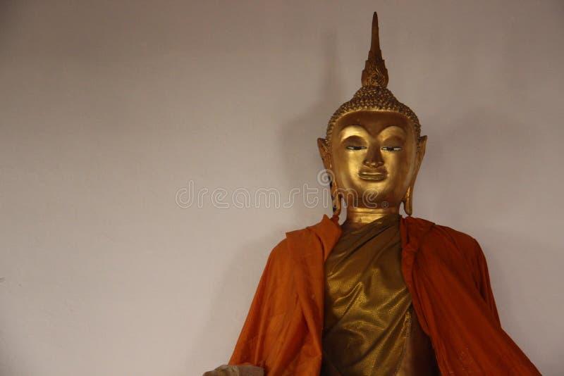 Art And Faith Uma Buda dourada no templo budista imagem de stock royalty free