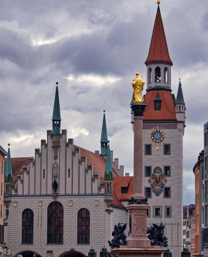 Art-Gebäudestraße Münchens Deutschland alte neue europäische lizenzfreie stockbilder