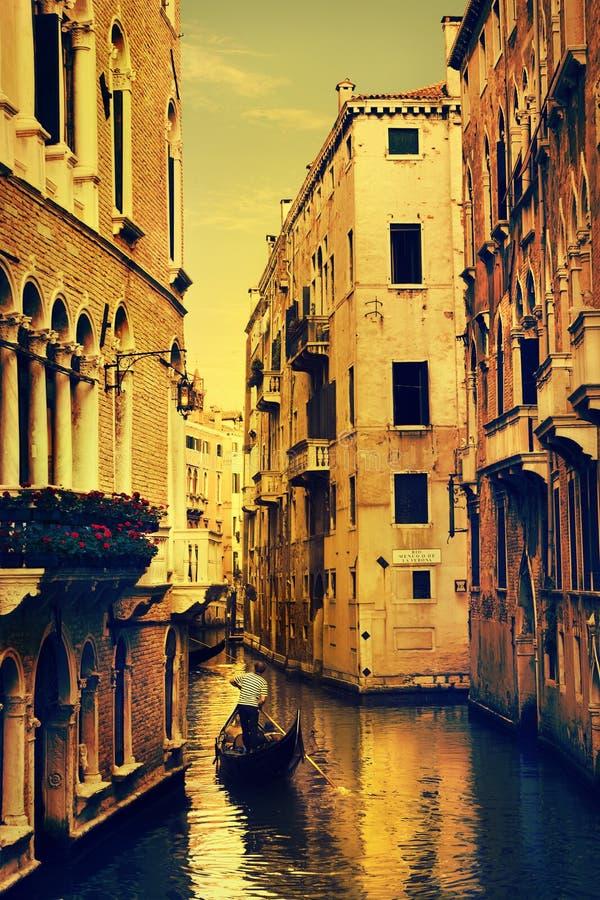 Art Gondolas och kanaler i Venedig arkivbild