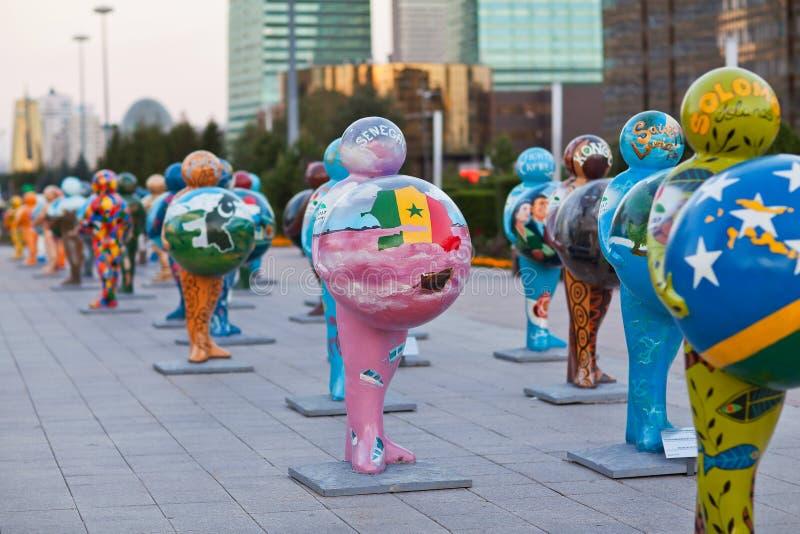 Art - installation, symbolisant des pays du monde astana kazakhstan image stock