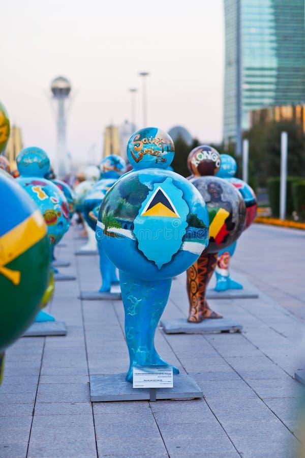 Art - installation, symbolisant des pays du monde astana kazakhstan photographie stock