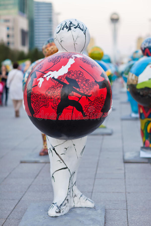 Art - installation, symbolisant des pays du monde astana kazakhstan photo stock