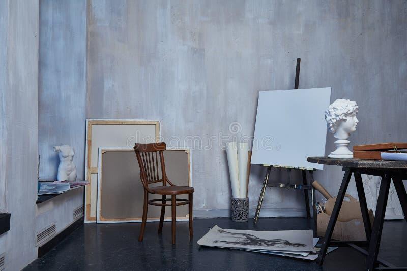 Art intérieur de pièce, atelier, peinture d'artiste, dessin, sculpteur de sculpture, toile ou studio de peinture de musée photos stock