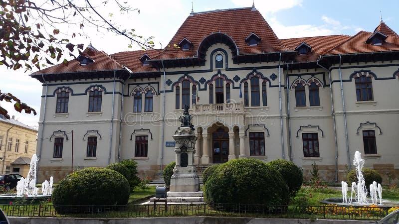 Art Museum que construye Campulung Muscel Rumania imagen de archivo libre de regalías