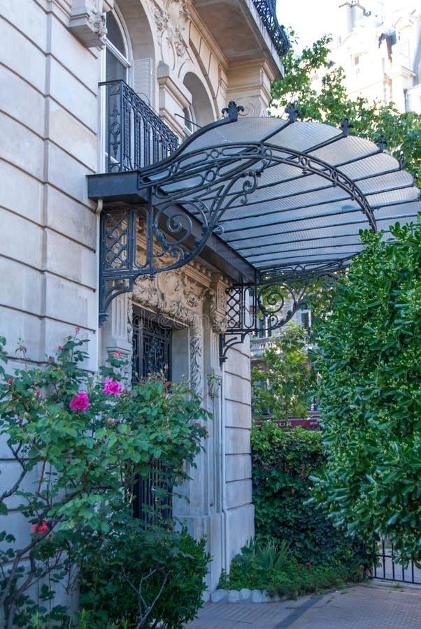 Art Nouveau Canopy op een Parijse Gebouw royalty-vrije stock fotografie