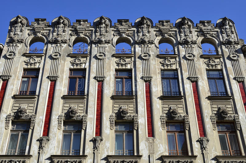 Art Nouveau hyreshusar i Riga, Lettland arkivbilder