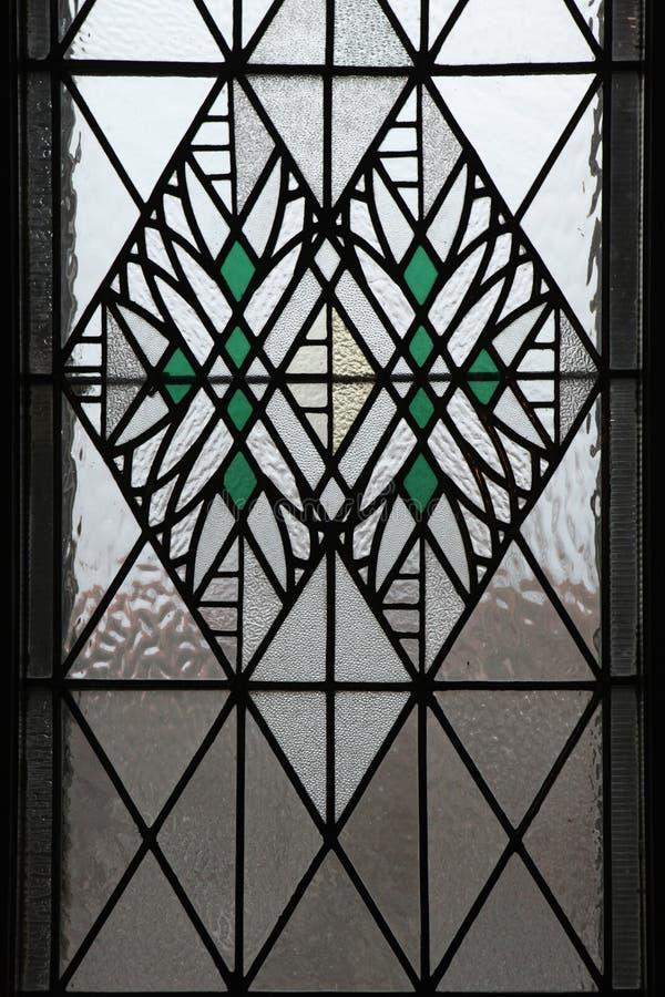 Art Nouveau målat glassfönster i Hradec Kralove arkivbilder