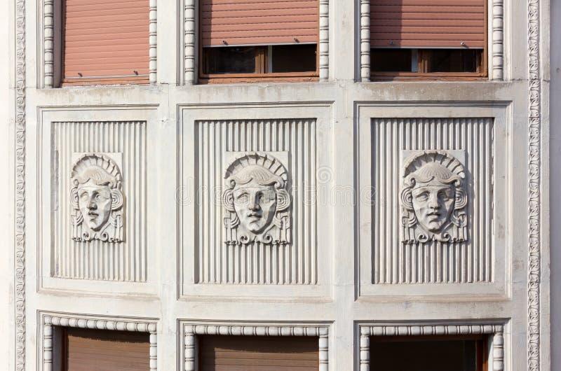 Art Nouveau Sculptures em Trieste imagem de stock