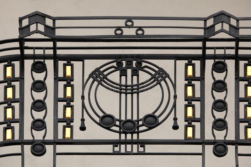 Art Nouveau-staalfabriekbalkon in Praag stock foto