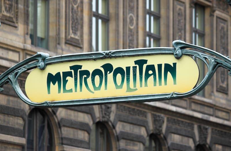 Art Nouveau-Zeichen für das Untertagesystem Metropolitain in Paris lizenzfreie stockfotografie