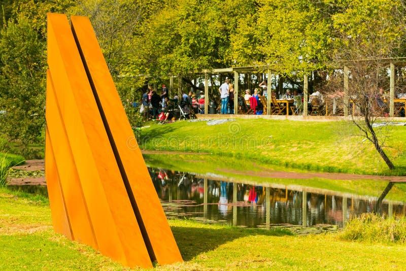 Art Sculpture Exhibition exterior no parque de Nirox fotografia de stock