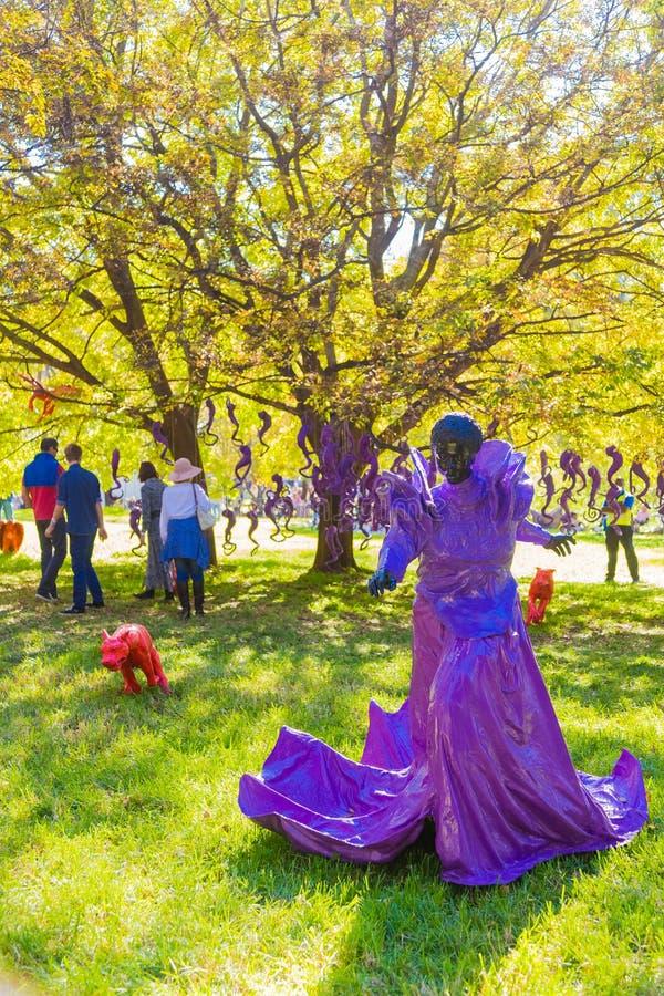 Art Sculpture Exhibition exterior no parque de Nirox imagem de stock
