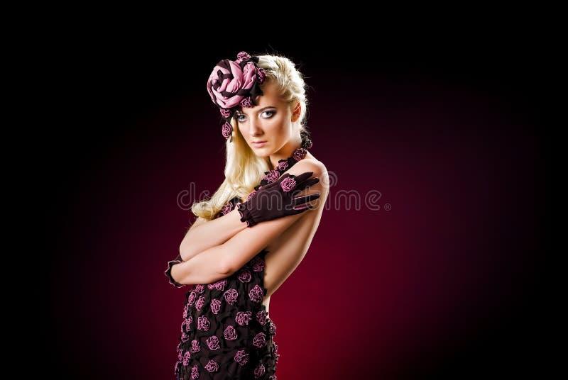 Art und Weisebaumuster in einem stilvollen Kleid stockfotografie