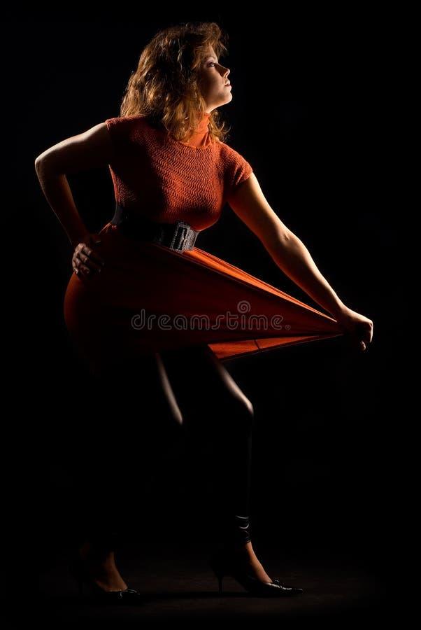 Art und Weisebaumuster im orange Kleid lizenzfreies stockfoto