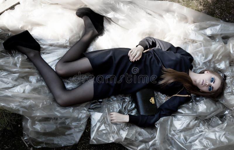 Download Art Und Weisebaumuster-Schönheitsfrau Im Stilvollen Kleid Stockfoto - Bild von erotisch, attraktiv: 26357672