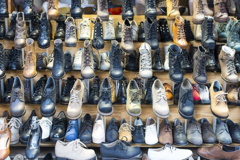 Art- und Weiselederner Schuh und Matte stockfotos