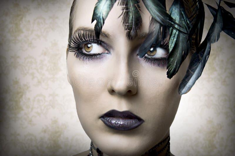 Art und Weiseportrait der jungen Schönheitsfrau lizenzfreies stockfoto