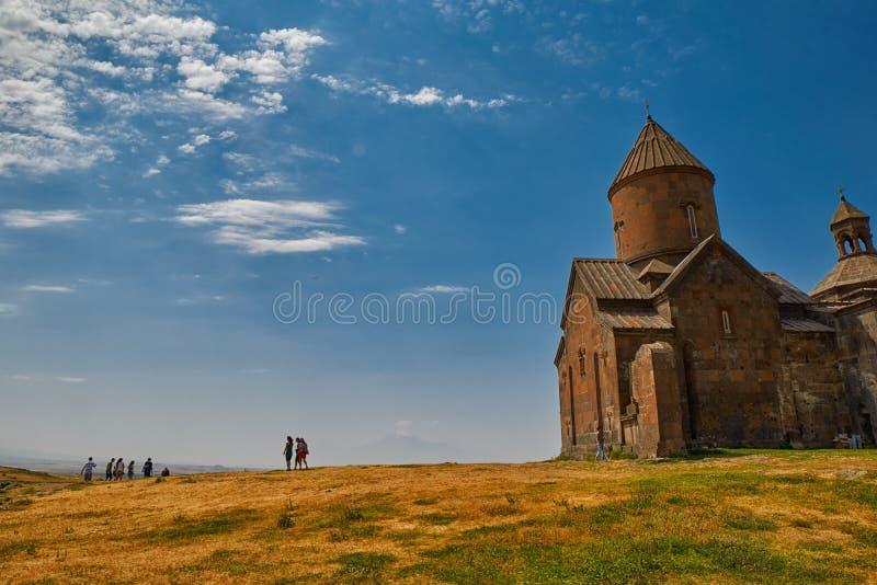ARTASHAVAN, ARMENIA - 06 2017 SIERPIEŃ: Saghmosavank monaster obrazy royalty free