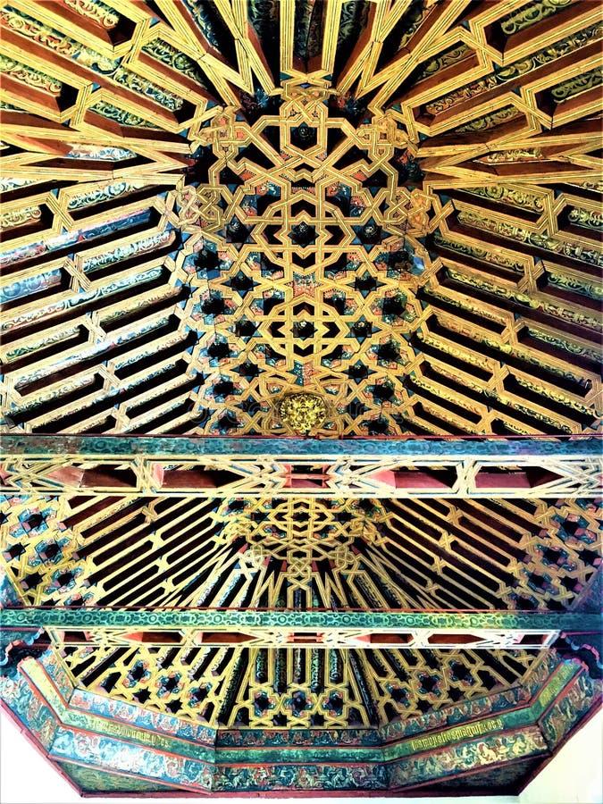 Arte árabe, tejado coloreado en Granada fotografía de archivo libre de regalías