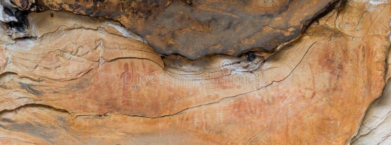 Arte aborigen: pintura humana en una cueva, parque nacional de los grampians foto de archivo libre de regalías