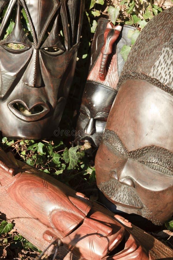 Arte africano y esculturas hechos de la talla de madera del ébano fotografía de archivo libre de regalías