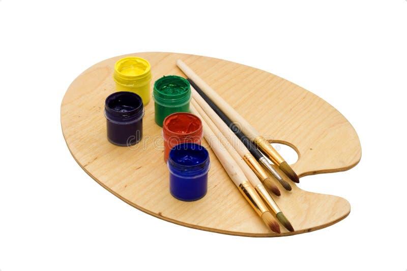 Arte ajustada: escovas e gouache da pintura na paleta. fotografia de stock