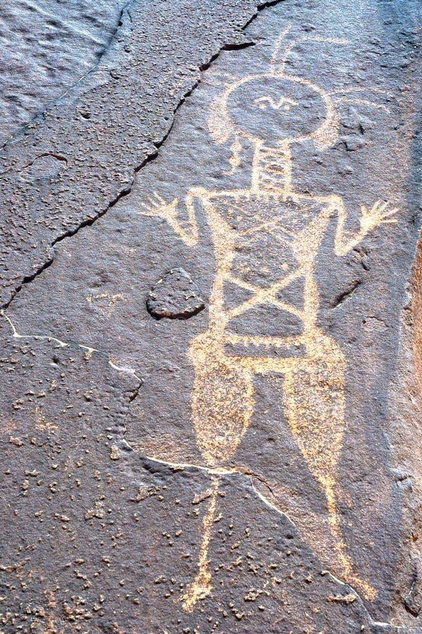 Arte antiguo de la roca en Niger que representa una figura fotos de archivo