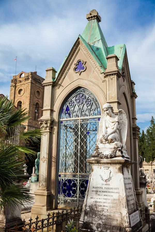 A arte bonita das sepulturas no cemitério da porta santamente um cemitério monumental encontrado fotos de stock royalty free