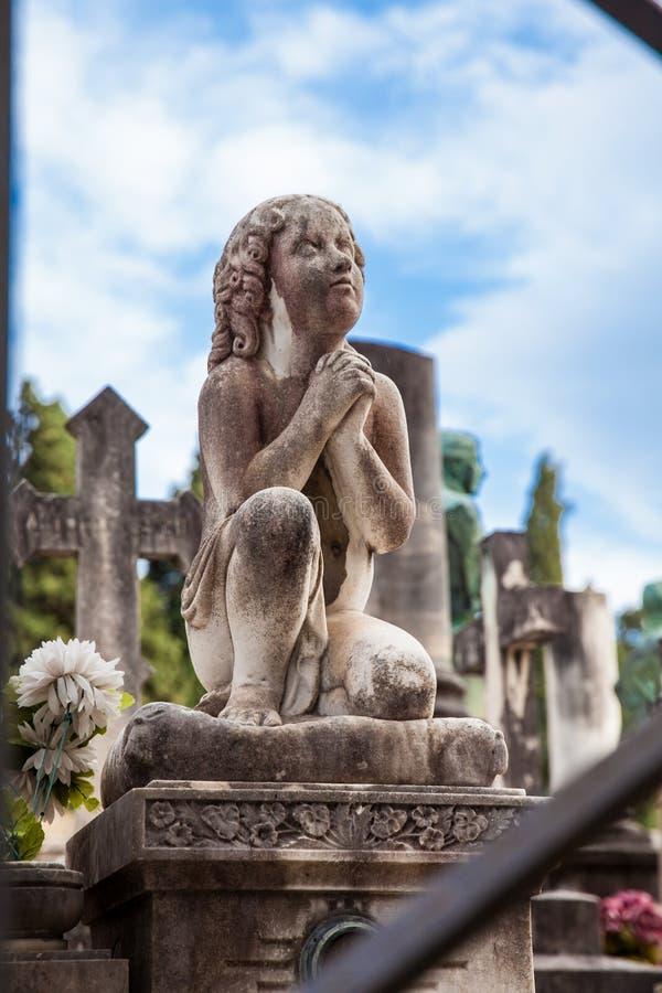 A arte bonita das sepulturas no cemitério da porta santamente um cemitério monumental encontrado fotografia de stock royalty free