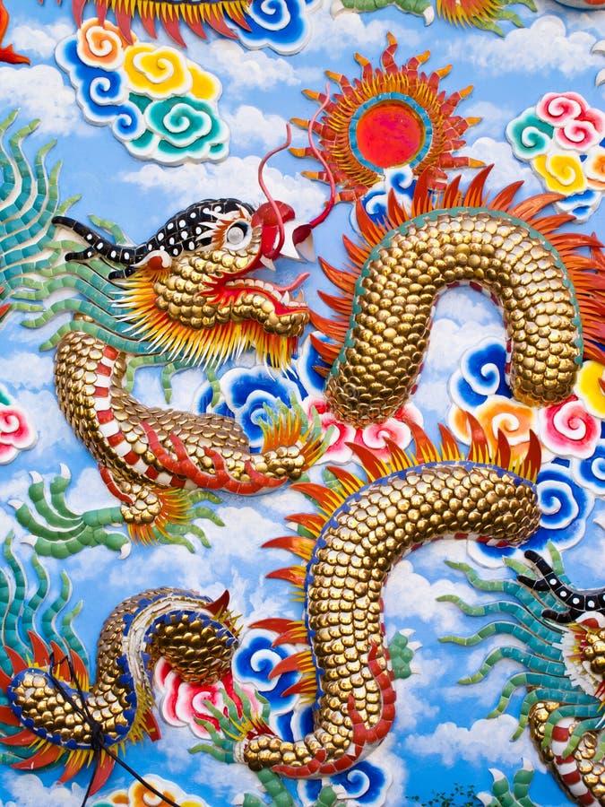 Arte cinese variopinta del drago fotografia stock