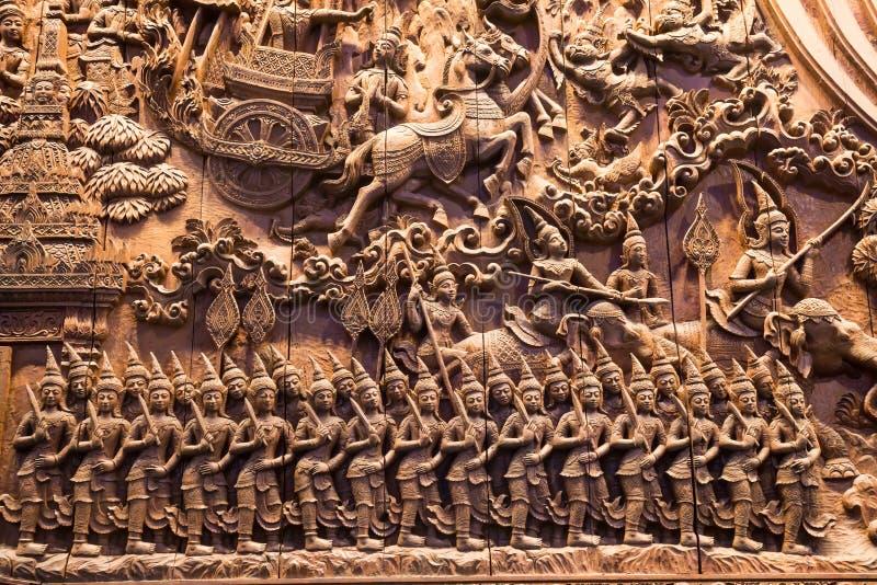 A arte da madeira que cinzela linhas dos detalhes é mitologia do caráter fotografia de stock royalty free