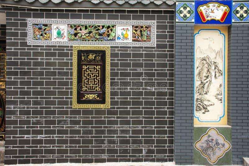 Arte da parede da construção clássica na aleia pequena para a visita chinesa e estrangeira dos povos na cidade de Shantou ou de S foto de stock
