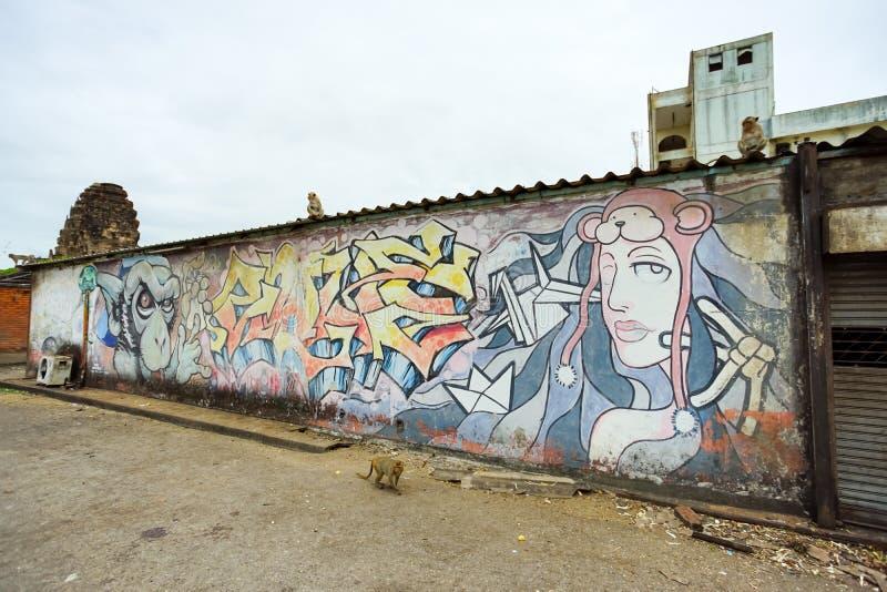 Arte da rua dos grafittis na província de Lopburi, Tailândia foto de stock