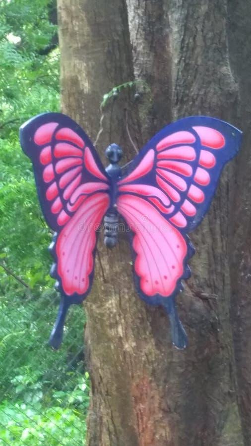 Arte de la bonita vista de la mariposa en púrpura y rosado imagen de archivo