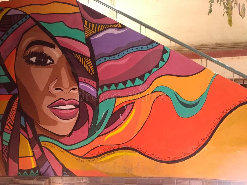 Arte de la calle de la pintada en la pared de la facultad de educación El Cairo del arte fotos de archivo libres de regalías
