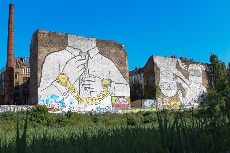 Arte de la calle en el edificio en Berlín, kreuzberg imágenes de archivo libres de regalías