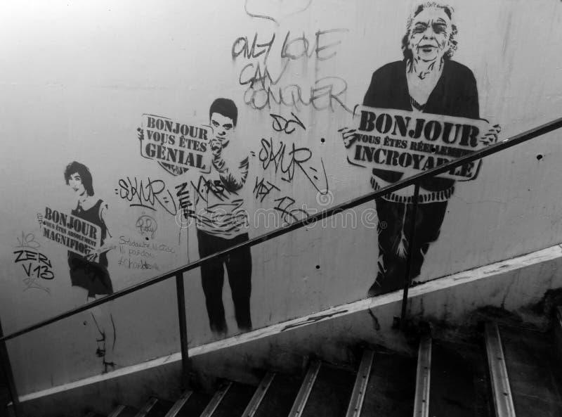 Arte de la calle en la París subterráneo imagen de archivo libre de regalías