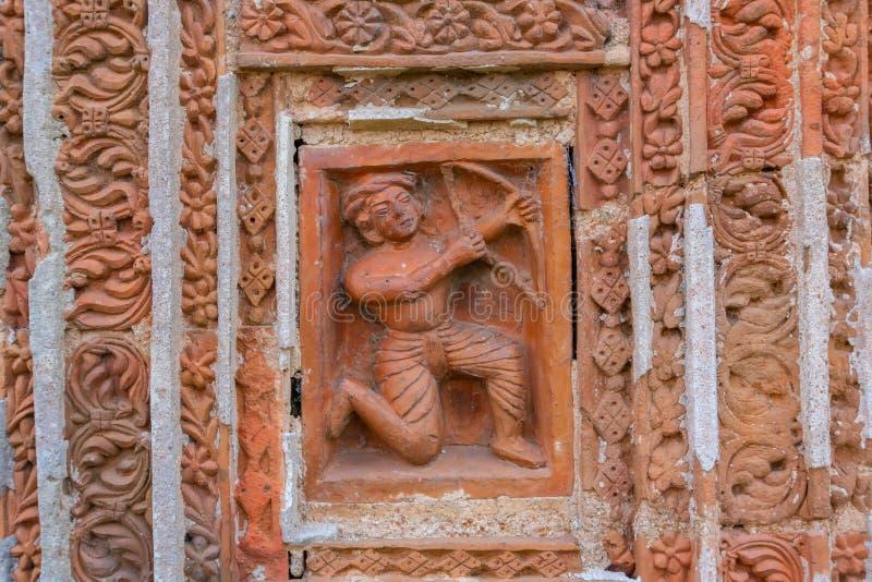 Arte de la terracota en la pared del templo hindú, la India fotos de archivo libres de regalías