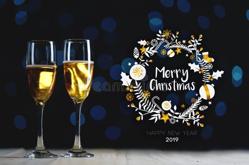Arte de la tipografía de la Feliz Navidad Dos vidrios de Champagne Dark Gl imágenes de archivo libres de regalías
