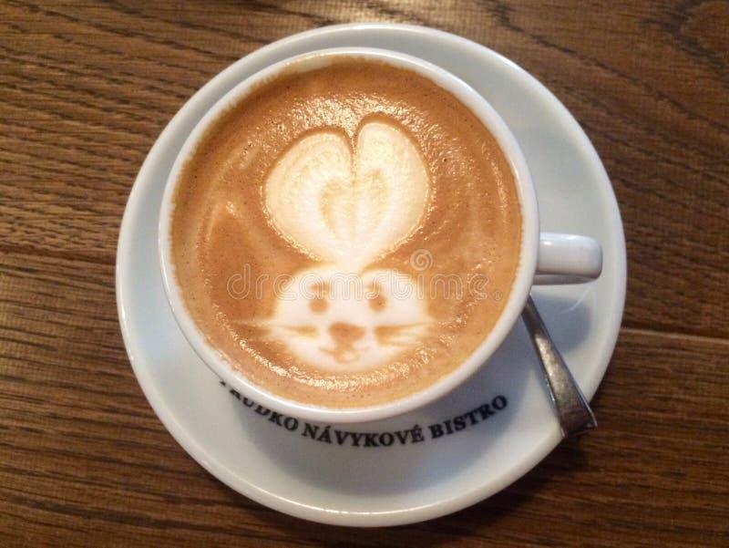 Arte del Latte con el conejito fotografía de archivo